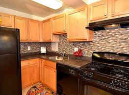 Kings Park Plaza Apartment Homes - Chillum
