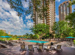 Riley Towers Apartments &Townhomes - Indianapolis