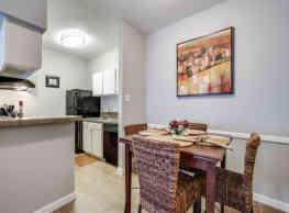 Highland Cross Apartments - Houston