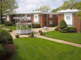 Brook Forest Apartments - Bensenville