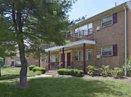 Crossroads Gardens Apartments - Woodbridge