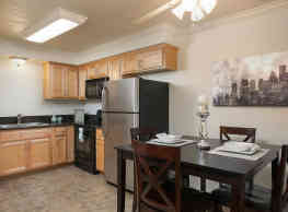 Highland Pinetree Apartments - Fullerton