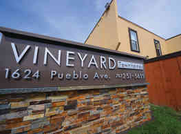 Vineyard Townhomes - Napa