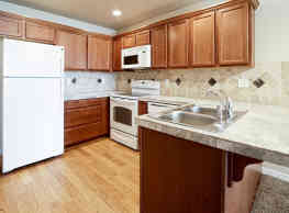 Colonial Apartments - Williston