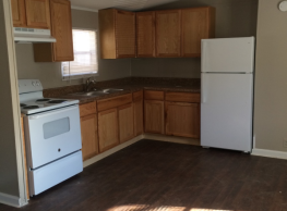 3 bedroom, 2 bath home available - Fayetteville