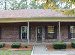 120 E Delaware Ave - Southern Pines
