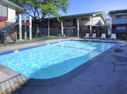 University Club Apartments - Lubbock