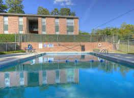 Springtree Apartments - Columbia
