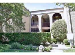 3 bedroom - 2  bath condo in Oak Lawn - Dallas