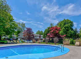 Maple Ridge Apartments - Chicopee