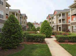 Brentmoor Apartments - Raleigh