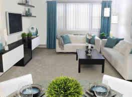Sovereign & Saxony Apartments - Framingham