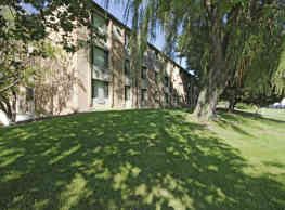 Riverwood Court Apartments - Milwaukee