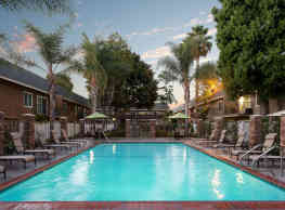 Beachwood Apartments - Anaheim