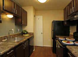 Twin Oaks Apartments - Mobile