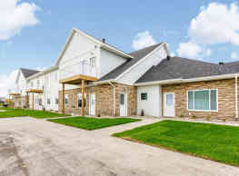 Village Green Apartments & Townhomes - Moorhead