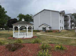 Country Court Apartments - Waukee