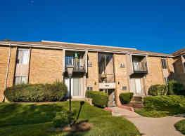 College Square Apartments - Greendale