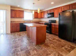 Phoenix Ridge Apartments - Williston