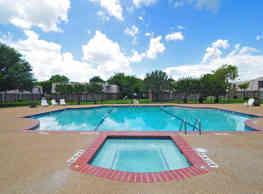 University Club Apartments - Waco - Waco