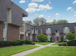 Towne Oaks Apartments - South Bound Brook