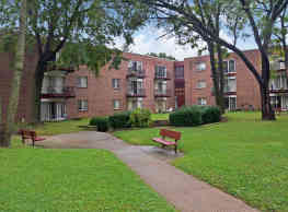 Welshwood Apartments - Philadelphia
