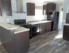 Modern kitchen w/ matching appliances