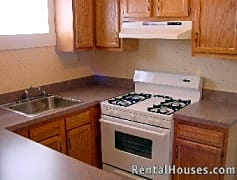 Kitchen features gas stove, diswhwasher
