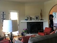 2129Living_fireplace.JPG