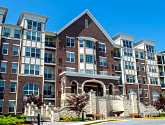 Luxury Apartment Homes at the Branch Avenue Metro