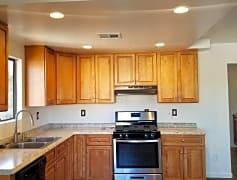 Unit 2 brandnew kitchen.jpeg