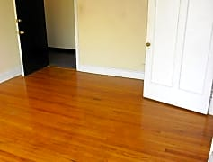 Living Room, 6948 N Ashland Ave, 0