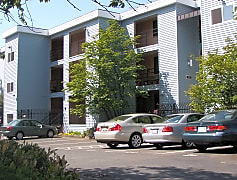 New Horizon Apartments From 155th ST& parking lot.jpg