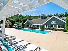 Resort-Style Sparkling Swimming Pool at Hawthorne at the Peak