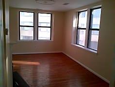 Pic 2 Living Room.jpg