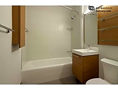 Bathroom, 43-10 Crescent St, 0