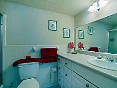 1900 Clifford St Unit APT 203-small-014-012-Bathroom-666x444-72dpi.jpg