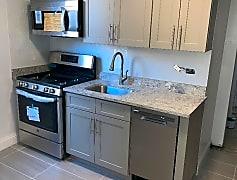 apt 4H kitchen.jpeg