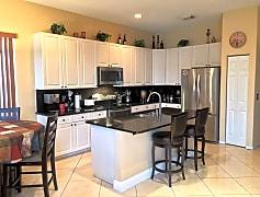 b kitchen.JPG