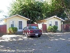 1337 N Golden State Blvd, 0