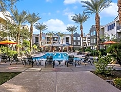 911 Camelback Pool and lounge area 4_2017.jpg