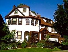 Castle Stunning Kamm's Corners 4-suite Landmark
