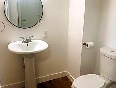 Bathroom 2.jpeg