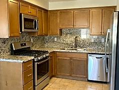 004 Kitchen 1.jpg