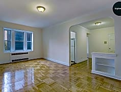 72-72 112th St Forest Hills 1.jpg