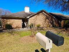 Large front yard with your own mailbox