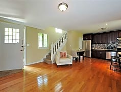 Living Room, 215 Middle Neck Rd 6, 0