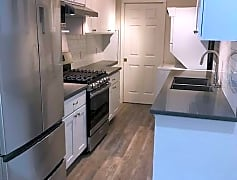 Lowerkitchenstove2.jpg