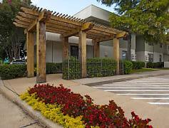 Exterior-Leasing Center