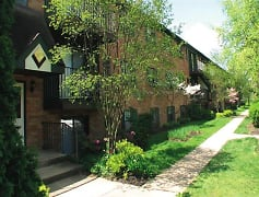 Beautiful outdoors at Cedarwood Village Apartments in Akron, Ohio